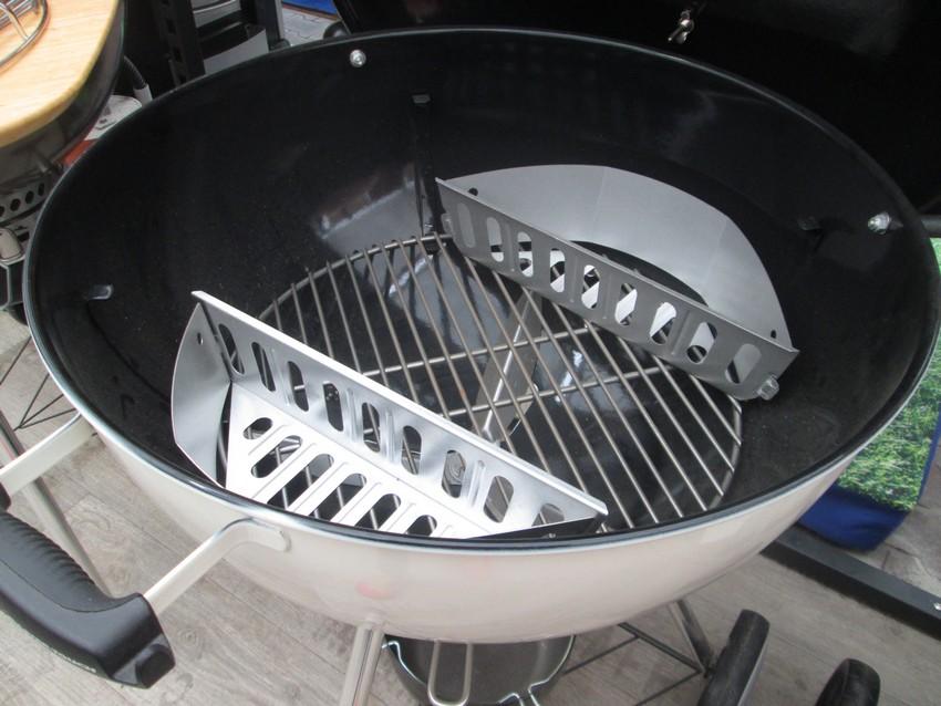 Palivové nádoby v grilu Master Touch 57