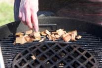 Údiace lupienky dodajú kapriemu mäsu skvelú chuť.