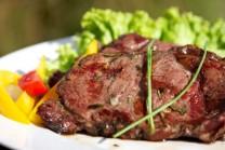 Steak s rascou a rozmarínom je veľmi lákavý.