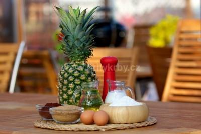 Ananásový koláč na grile