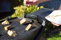 Tofu grilujeme nepriamou metódou tak dlho, kým sa na povrchu nevytvorí tvrdá kôrka.