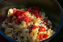 Milovníci majonézových pokrmov môžu aj do tohto šalátu trochu majonézy pridať. Bez majonézy je vhodným pokrmom pre vyznávačov zdravej výživy.