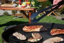 Paprika a cukor na mäse vplyvom tepla skaramelizuje a dodá rebierkam nádhernú farbu.