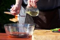 Potom prichádza na rad olivový olej ...
