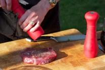 Pri príprave steakov je pre chuťovú výraznosť lepšie používať zmesi rôznych farieb korenia. Čerstvo namleté korenie má výraznú arómu.