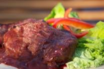 Pre milovníkov ostrých pokrmov môžeme omáčku vylepšiť feferónkou či čili.