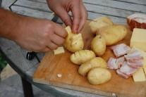 Týmto spôsobom plníme všetky zemiaky.