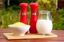 Na grilovanú polentu budeme potrebovať kukuričnú múku, soľ a korenie, smotanu alebo plnotučné mlieko a olivový olej.