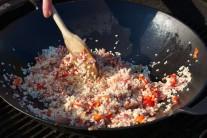 V tejto fáze pridáme aj nakrájanú sušenú šunku.
