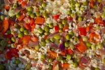 Detailný pohľad, na ktorom je zreteľne vidieť, že všetok vývar ešte ryža nevsiakla.
