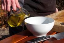 Omáčku si urobíme z olivového oleja.